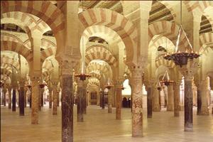 Vista interior patio de las columnas de la mezquita